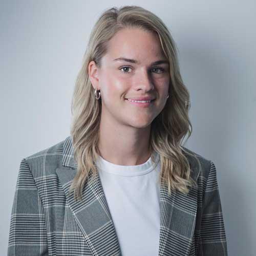 Julia Wastring-1-1